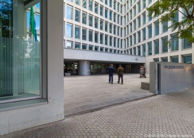 Edificio de oficinas para la Junta de Andalucía realizado por Cruz y Ortiz Arquitectos en la calle Picasso, Sevilla