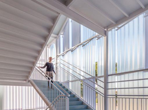 Escaleras «Iceberg» en el Colegio Santo Ángel de la Guarda.