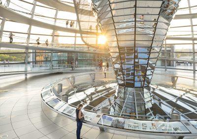 cupula del reichstag en el bundestag de berlin alemania realizado por foster and partners