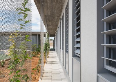 Colegio de educación infantil y primaria los eucaliptos en olivares realizado por gabriel verd arquitectos