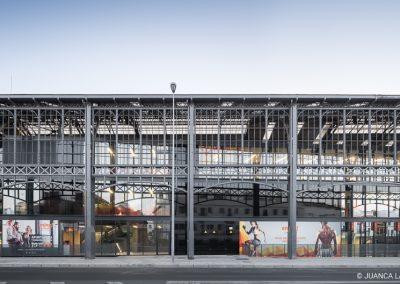 """Rehabilitación de mercado """"Puerta de la Carne"""" y antigua estación de Cádiz a Centro Deportivo Enjoy en Sevilla realizado por Oloriz Arquitectura y Roman y Canivell Arquitectos"""