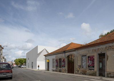 Centro de reuniones de Grandola realizado por Aires Mateus en la zona del Alentejo