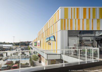 Cerramiento del centro comercial way en dos hermanas fabricado por EUROPERFIL